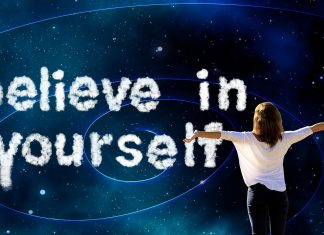 Ženska in napis Believe in yourself