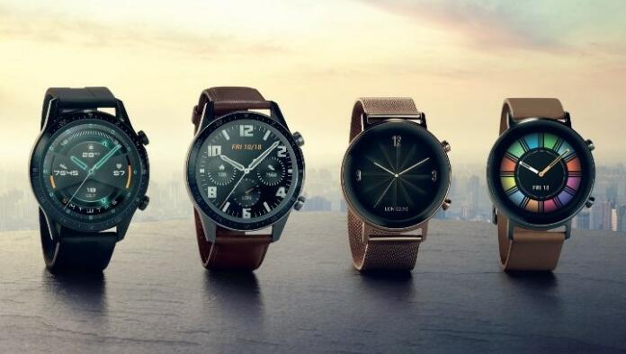 Huawei Watch GT z različnimi variacijami prikaza časa