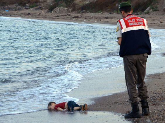 3 letni fantek na obali Turčije