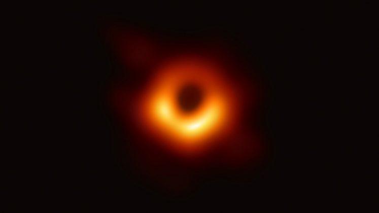 Prva slika črne luknje, ki so jo kadarkoli posneli.