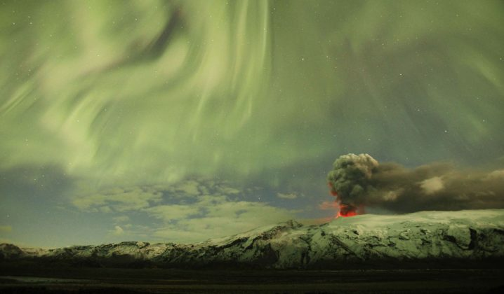 Severni sij nad izbruhom vulkana na Islandiji
