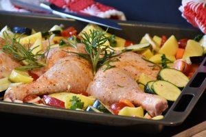 piščanec v pekaču in zelenjava