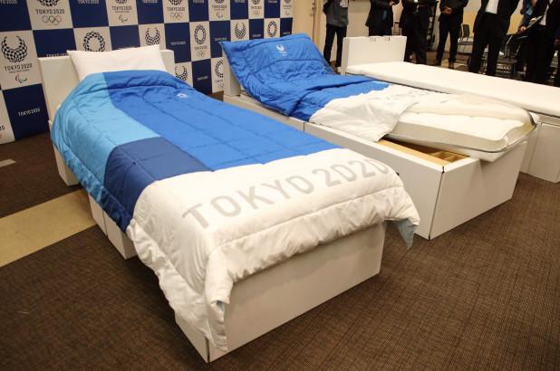 kartonasta postelja