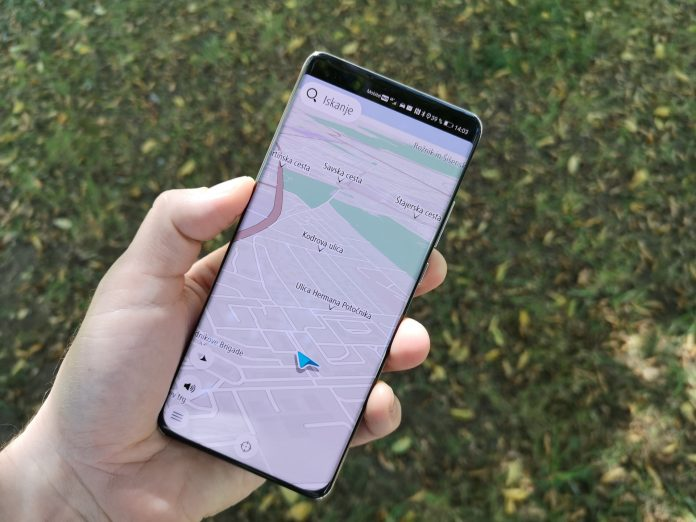 Huawei P40 Pro in TomTom GO