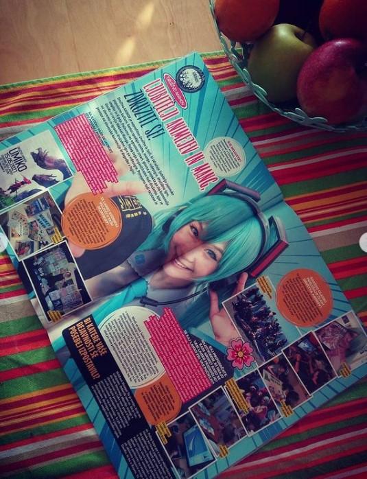 Odprta revija na postelji